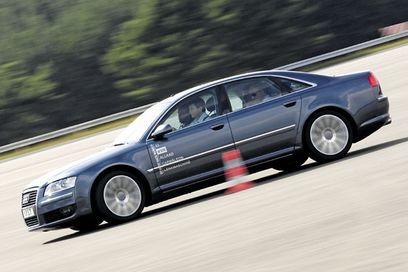 El Audi A8 que se comporta como un Clase E o un Golf