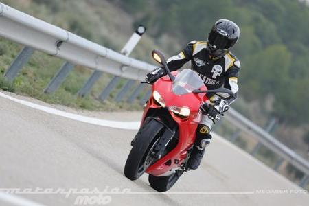 Ducati 899 Panigale, prueba (conducción en ciudad y carretera)
