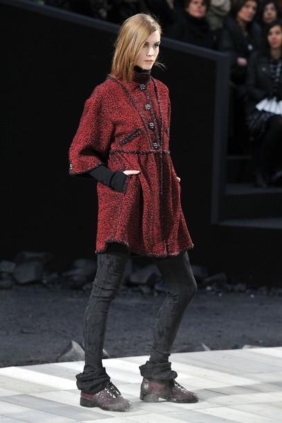 Foto de Chanel Otoño-Invierno 2011/2012 en la Semana de la Moda de París: el Apocalipsis de Karl Lagerfeld (11/17)