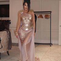 Kim Kardashian no está obsesionada con la moda vintage, tan solo se viste como Naomi Campbell en la década de los 90