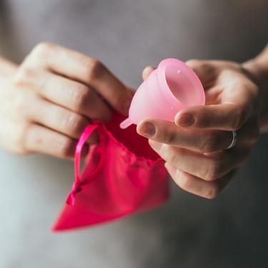 Copa menstrual: cómo explicar su uso a tu hija por primera vez