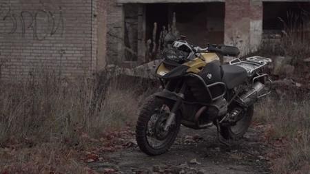 BMW Desolation, o cómo se mueve una BMW R1200GS entre paredes