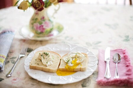 Receta fácil para preparar unos huevos pochados perfectos en tan solo 4 minutos