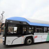 El autobús de hidrógeno de Solaris ya ha empezado a rodar en Madrid, pero tendrá que repostar en una estación provisional