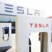 Tesla Motors está dispuesta a compartir su red de supercargadores con más fabricantes