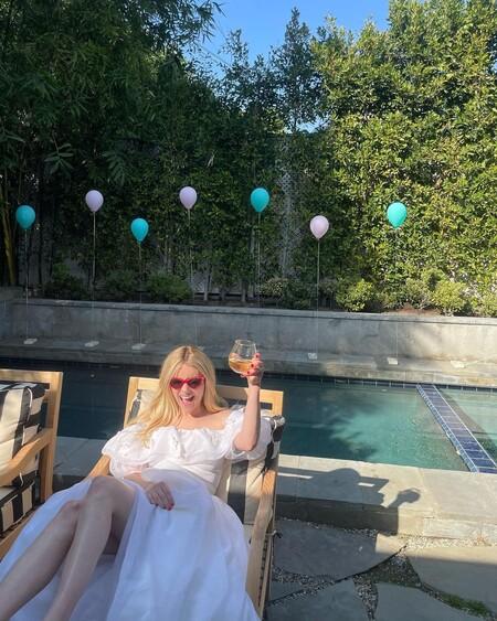 emma roberts cumpleaños vestido blanco
