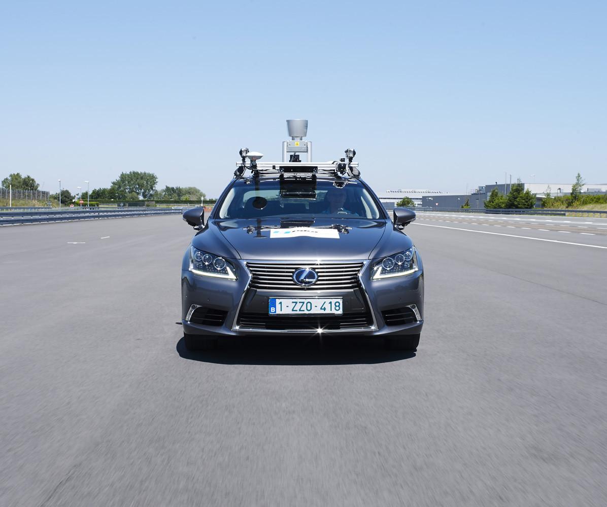Foto de Lexus LS autónomo (Bruselas) (2/10)
