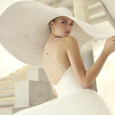St. Patrick, la firma económica de Pronovias, ha creado una colección de vestidos de novia inspirados en 'Desayuno con diamantes'