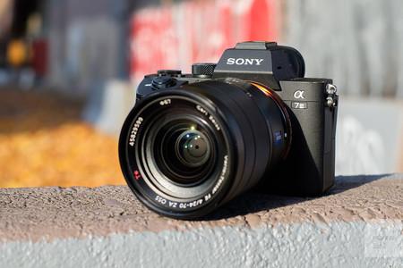 Sony A7 III, Canon EOS 4000D, Olympus OM-D E-M10 Mark II y más cámaras, objetivos y accesorios en oferta: Llega Cazando Gangas