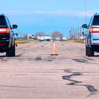 En Texas se hace todo a lo grande, como este drag entre un Lincoln Navigator Hennessey de 608 CV y uno de serie