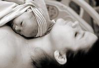 Los niños nacidos por parto inducido podrían tener más riesgo de autismo