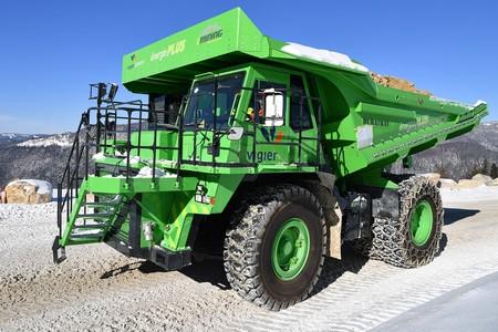 Este camión es el vehículo eléctrico más grande del mundo, y regenera tanta energía que da luz a su empresa