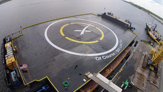 Nuevo reto para SpaceX: aterrizar el cohete Falcon 9 sobre una barcaza en el mar