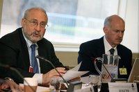 """Stiglitz: """"Lo de Grecia no es un rescate, es una protección a la gran banca europea"""""""