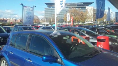 Colapsos de proporciones épicas motivan el cierre de la gasolinera donde Samsung regalaba 50 euros