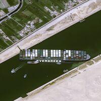 Principio del fin de la odisea en el canal de Suez: consiguen desencallar el Ever Given parcialmente