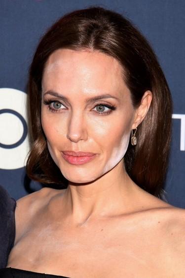 Angelina, <em>jamía</em>, ¿te maquillas a oscuras o qué?
