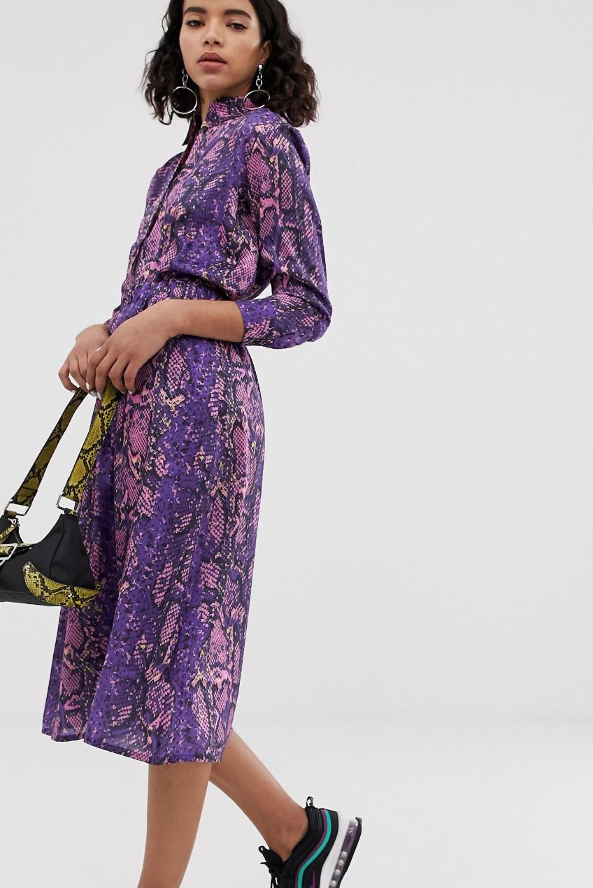 Falda con estampado de serpiente en violeta neón de Na-kd
