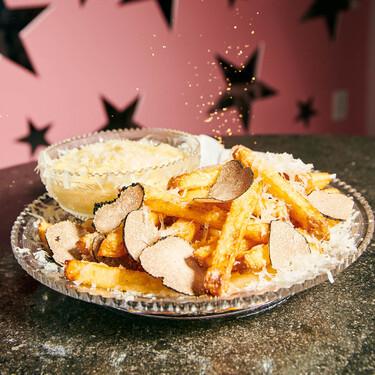 Las patatas fritas más caras del mundo cuestan 200 dólares, se bañan en champán, se fríen en grasa de ganso y se cubren de trufa