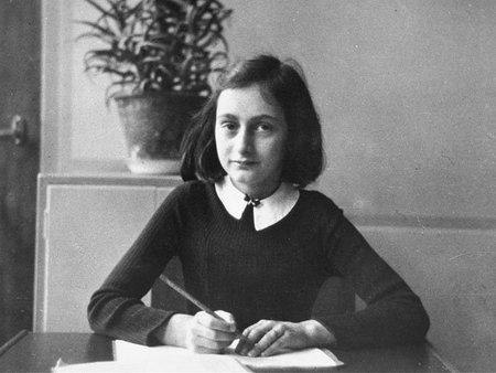 Salta la polémica por las relaciones sexuales de Ana Frank... en una novela