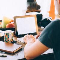 Office en el iPad cada vez más parecido a la experiencia de escritorio: Word añade soporte para trackpads y Excel trae Split View