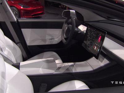 Si querías que el Tesla Model 3 tuviera un panel de instrumentos normal, tenemos una mala noticia: NO