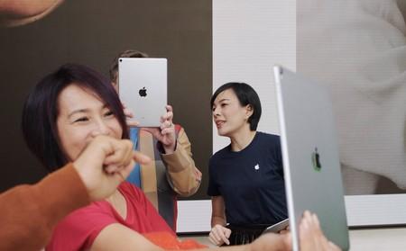 Algunos artistas que realizan sesiones de Today at Apple indican que se les paga con productos y no con dinero