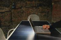 Sun Tablet, mesa que recarga gadgets con energía solar