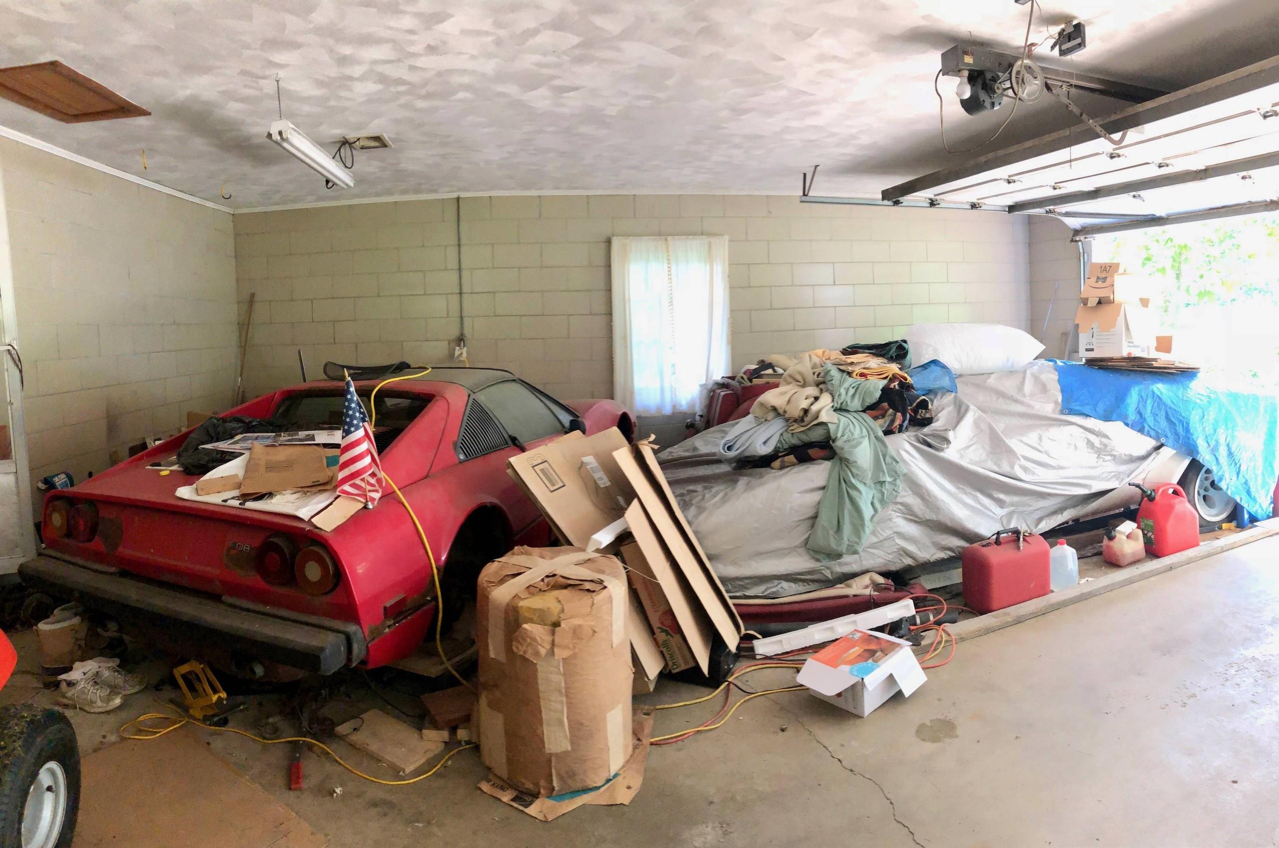 Foto de Encuentran Lamborghini Countach en un garage luego de 20 años (6/7)