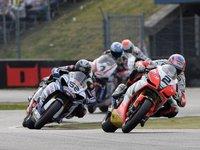 Leon Camier enseña las garras en el Campeonato del Mundo de Superbikes