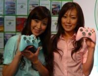 Nuevos mandos de la Xbox 360, en rosa y azul