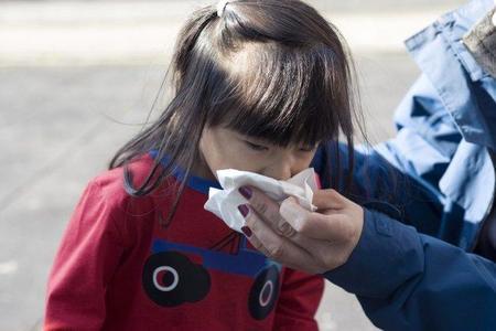 ¿Cuándo llevar al pediatra al niño acatarrado?