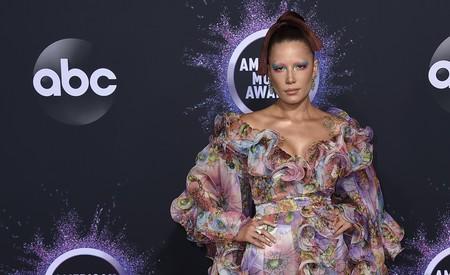 Halsey demuestra que no hay estilo (ni estampado) que se le resista en los Premios AMA's 2019
