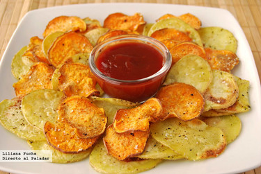Chips bicolores de patata y boniato al horno. Receta