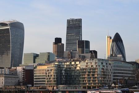 Coches a 24 km/h y prioridad peatonal: así quiere cambiar Londres la circulación en su corazón financiero