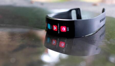 Amazfit X, análisis: un smartwatch futurista que rompe moldes con su pantalla curvada