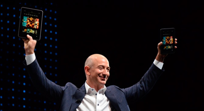 Jeff Bezos, CEO de Amazon en su papel de Steve Jobs