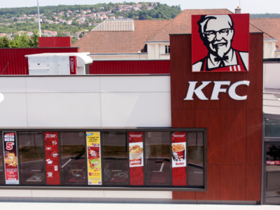 Empleados de KFC pillados infraganti