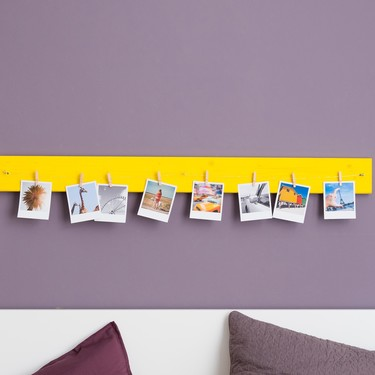 Hazlo tú mismo: un decorativo tablero de madera para tener siempre a la vista tus mejores fotos