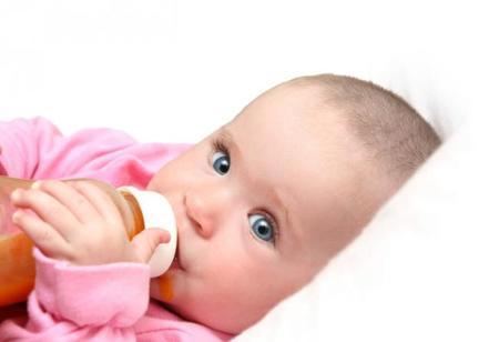 Bebé zumo y estreñimiento