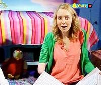 Una presentadora con un solo brazo asusta a los niños británicos