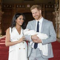 Meghan Markle y el príncipe Harry presentan a su bebé, y ella luce orgullosa su barriga postparto
