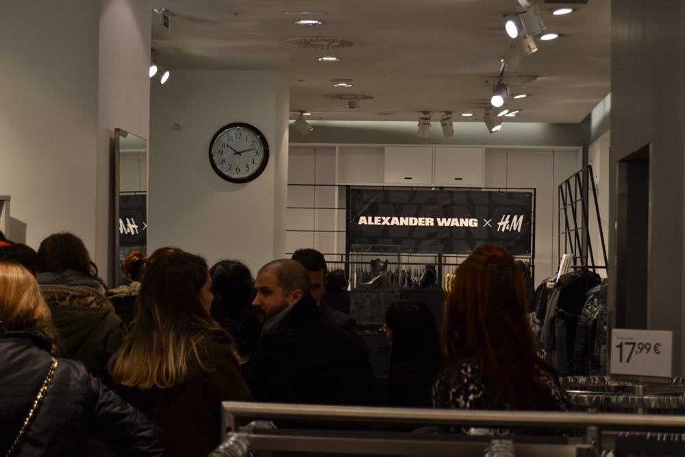Foto de Alexander Wang x H&M, la colección llega a tienda (Madrid, Gran Vía) (11/27)