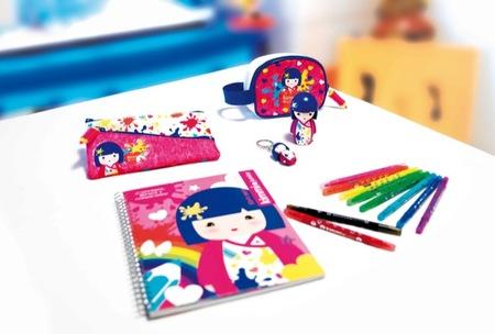 La marca de muñecas infantiles Kimmi Junior presenta su nueva gama de accesorios para la vuelta al colegio