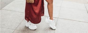 Así se combinan las deportivas Vans y Fila con vestidos de fiesta para usarlos todo el año (incluso en Nochevieja)