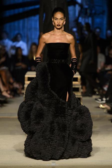 Un vestido negro de Givenchy