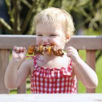Barbacoa o comida a la brasa, ¿es adecuada para los niños?