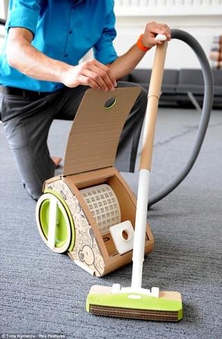Un aspirador fabricado con piezas de cartón recicladas