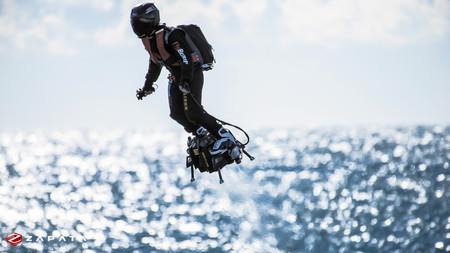 """Flyboard Air: la tecnología con la que este campeón mundial de jet-ski se ha convertido en el """"hombre volador"""""""
