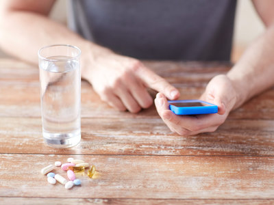 Apps para curar el cáncer, la alergia o el insomnio: el timo de los curanderos también en el móvil